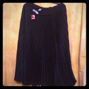 Pleated black skirt (1X - see chart) Brand New